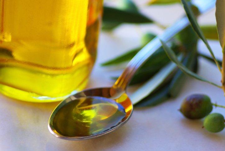como-fazer-Hidratacao-nos-cabelos-com-mel-e-azeite-de-oliva-2