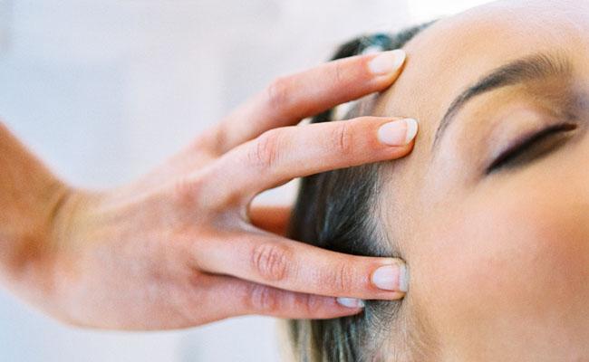 Como tirar escamações do couro cabeludo após a Progressiva