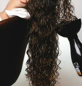 Como cuidar e hidratar os cabelos cacheados 4