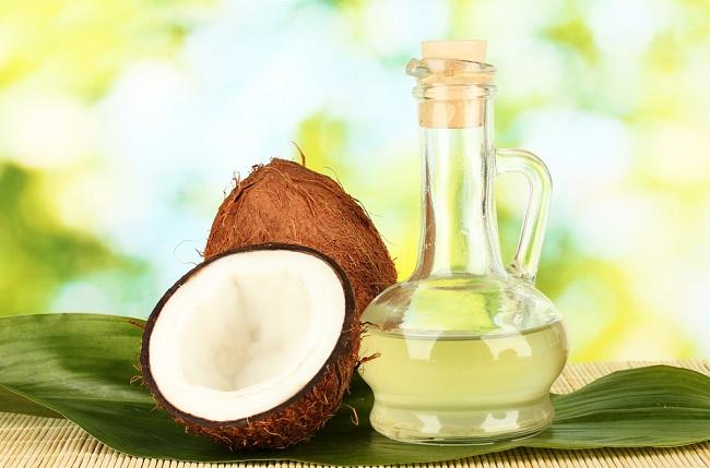 Os melhores óleos para hidratar os cabelos ressecados