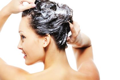 Estraga lavar os cabelos todo dia?