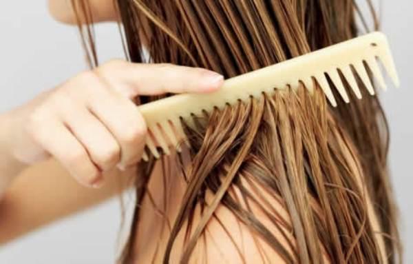 Como clarear o cabelo naturalmente em casa com mel