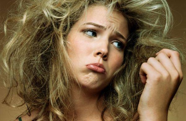 Como evitar que o cabelo fique emborrachado e elástico