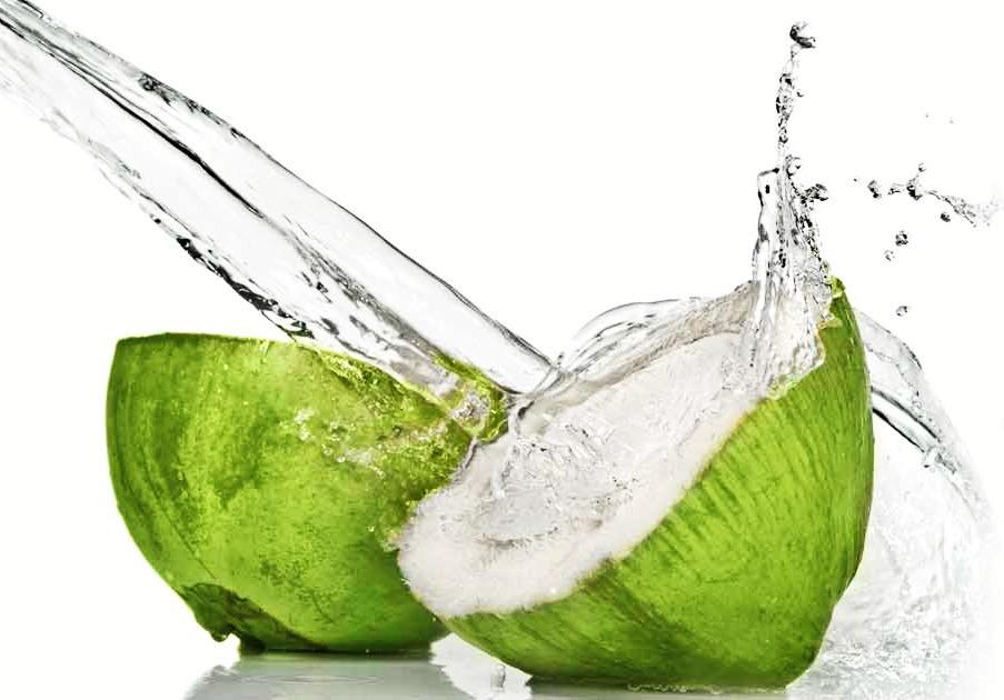 Como usar água de coco nos cabelos?