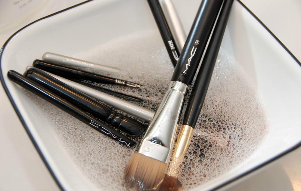 Como lavar os pincéis de Maquiagem