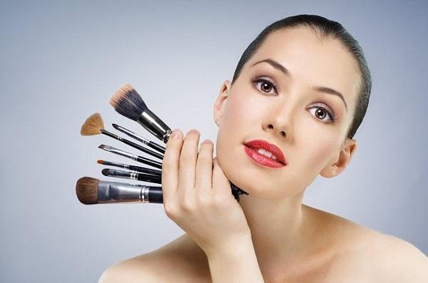 Como lavar os pincéis de Maquiagem Corretamente