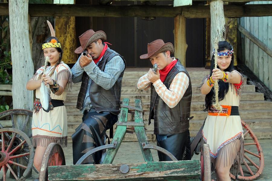 Caracterização de índios e cowboys Beto Carrero