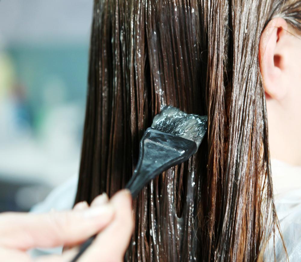 maus-habitos-que-podem-causar-frizz-no-cabelo-excesso-de-quimica