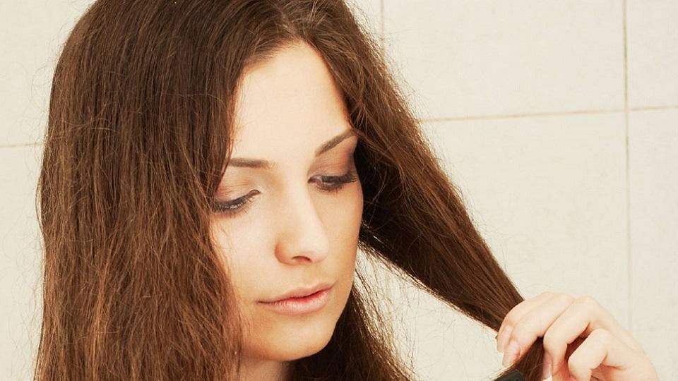 maus-habitos-que-podem-causar-frizz-no-seu-cabelo