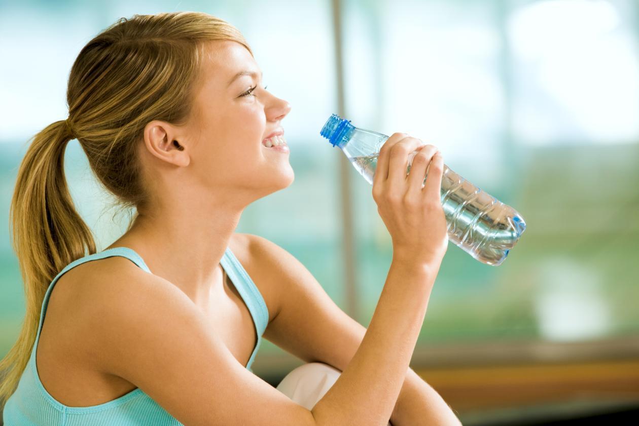 dicas-para-conseguir-o-crescimento-saudavel-do-cabelo-beber-mais-agua