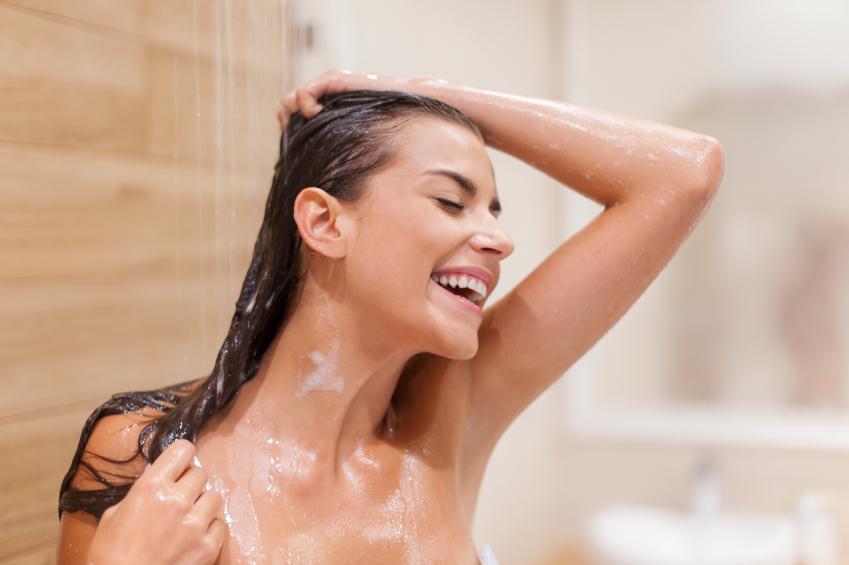 como-dar-volume-aos-cabelos-finos-agua