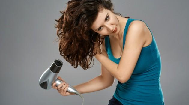como-dar-volume-aos-cabelos-finos-secador