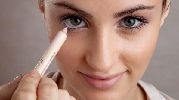 como-aumentar-os-olhos-com-maquiagem-lapis