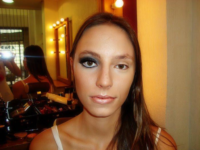 como-aumentar-os-olhos-com-maquiagem-sombra