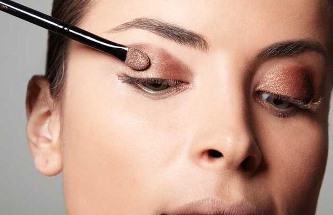 como-fazer-a-maquiagem-durar-o-dia-todo-sombra