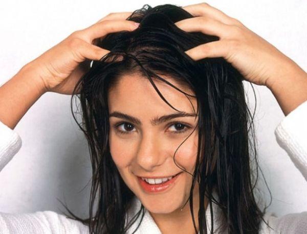 mascara-capilar-caseira-para-crescimento-do-cabelo-massagem