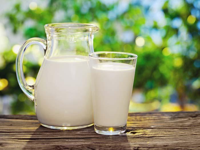 hidratacao-poderosa-de-maizena-e-gelatina-para-cabelos-ressecados-sem-brilho-com-frizz-e-sem-balanco-leite