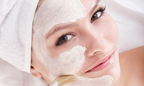 mascara-facial-caseira-com-efeito-tensor-para-deixar-a-pele-maravilhosa-e-fazer-a-maquiagem-durar-mais-aplicacao