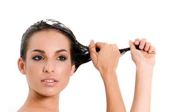 o-que-fazer-quando-o-cabelo-esta-poroso-hidratacao