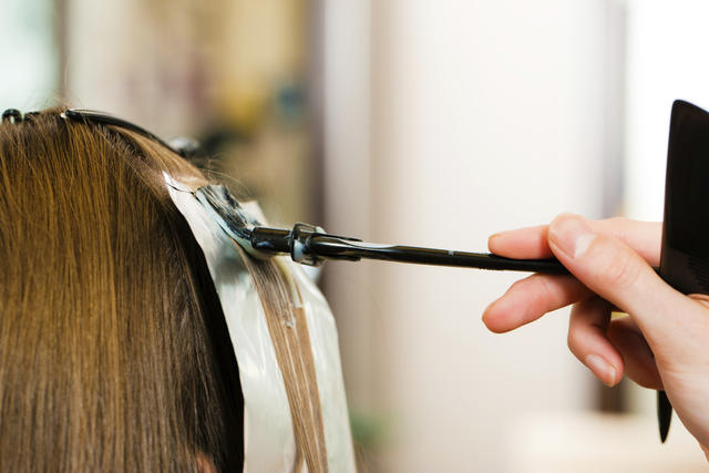 o-que-fazer-quando-o-cabelo-esta-poroso-quimica