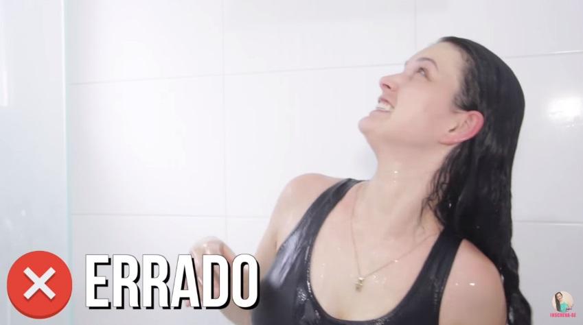 10-erros-que-voce-comete-ao-lavar-os-cabelos-pare-agora-agua-quente