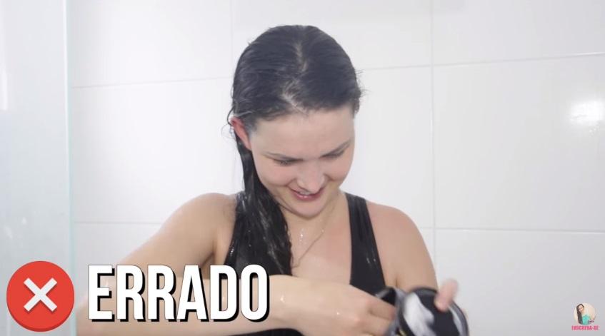 10-erros-que-voce-comete-ao-lavar-os-cabelos-pare-agora-hidratacao