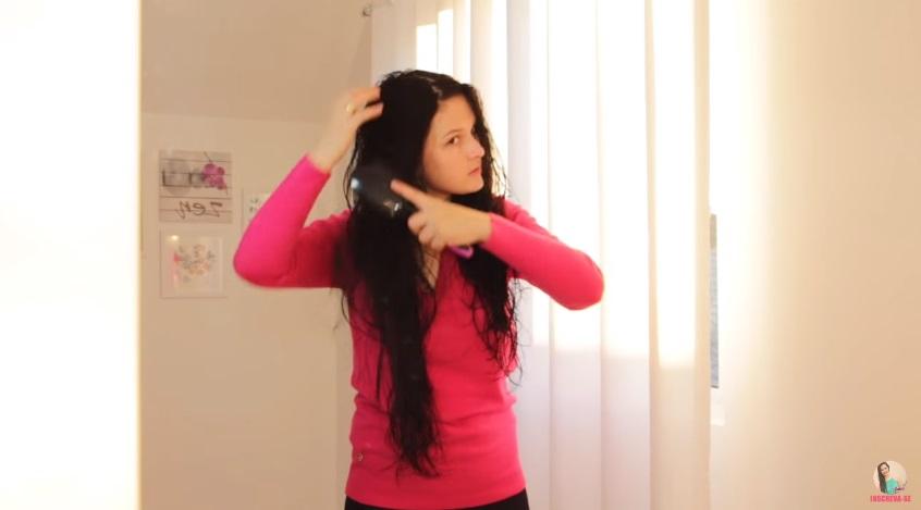 como-cortar-o-cabelo-em-casa-sozinha-passo-a-passo-corte-repicado-pentear