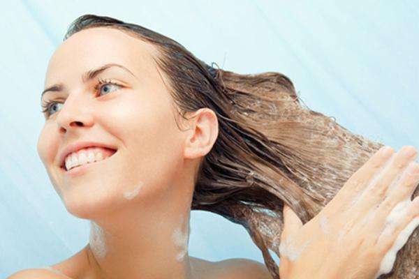 como-deixar-o-cabelo-loiro-mais-hidratado-e-com-brilho-condicionador
