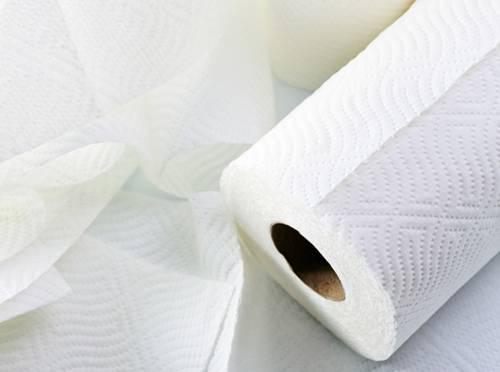 como-evitar-o-frizz-em-dias-chuvosos-papel