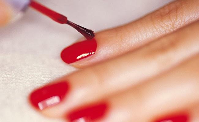 como-fazer-o-esmalte-durar-mais-e-deixar-as-unhas-mais-bonitas-limpar