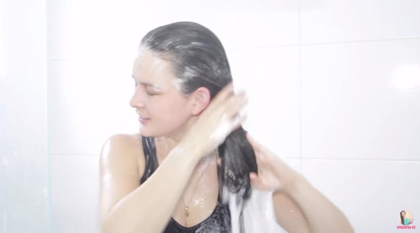 como-fazer-shampoo-anti-residuo-caseiro-aplicacao