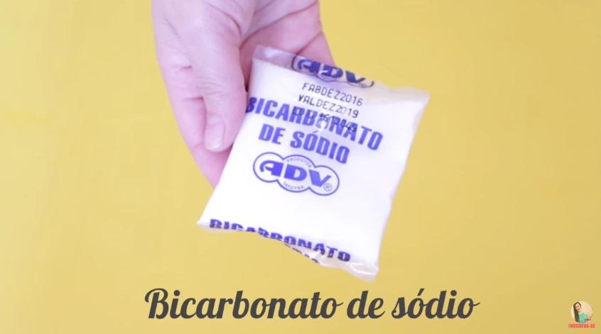 como-fazer-shampoo-anti-residuo-caseiro-bicabornato-de-sodio