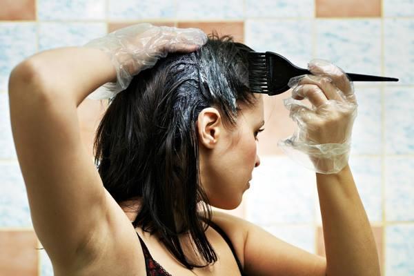 como-recuperar-os-cabelos-quebrados-no-topo-da-cabeca-quimica