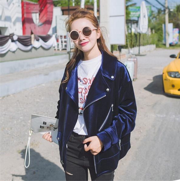 tendencias-de-casacos-femininos-para-o-inverno-2017-casaco-veludo-azul