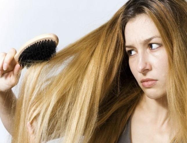 13-coisas-que-voce-faz-e-que-causa-a-quebra-dos-cabelos-escova