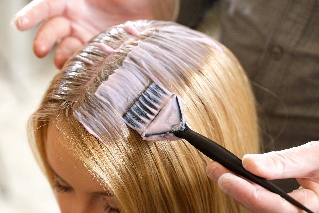 porque-o-cabelo-fica-oleoso-quimica-progressiva