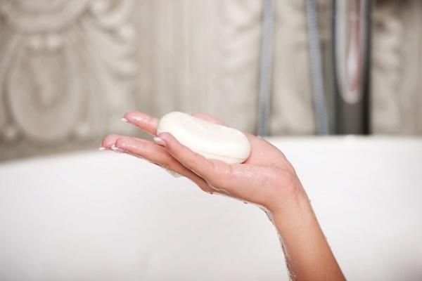 cuidados-necessarios-com-a-pele-no-inverno-sabonete