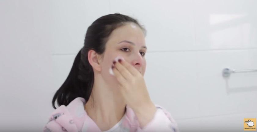 dez-habitos-comuns-que-fazem-sua-pele-envelhecer-antes-do-tempo-maquiagem