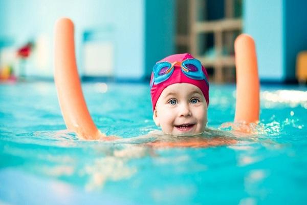 beneficios-da-natacao-para-bebes-nadar