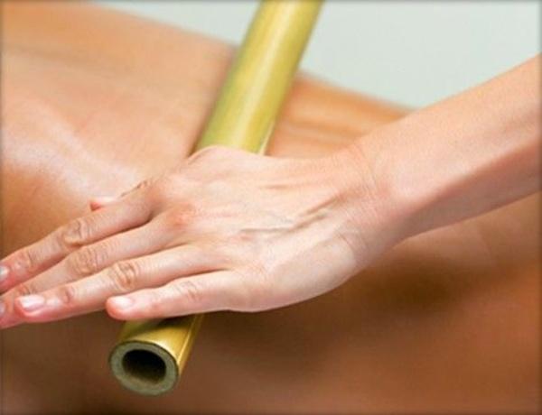 como-acabar-com-o-inchaco-do-corpo-fazendo-uma-massagem-linfatica-caseira-bambu-massagem