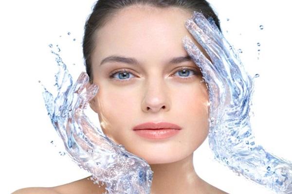 conheca-alguns-cuidados-simples-para-manter-a-sua-pele-saudavel-e-muito-bonita-agua