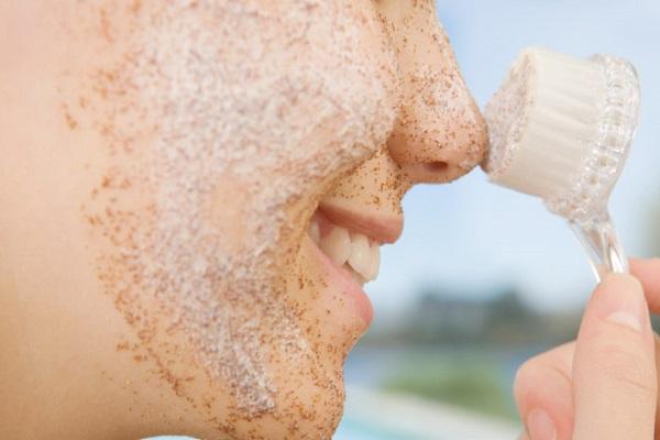 conheca-alguns-cuidados-simples-para-manter-a-sua-pele-saudavel-e-muito-bonita-esfoliacao