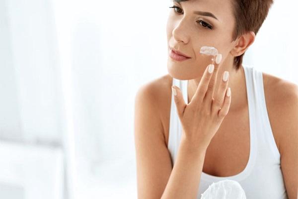 conheca-alguns-cuidados-simples-para-manter-a-sua-pele-saudavel-e-muito-bonita-hidratante