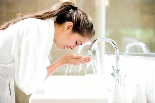 conheca-alguns-cuidados-simples-para-manter-a-sua-pele-saudavel-e-muito-bonita-lavar