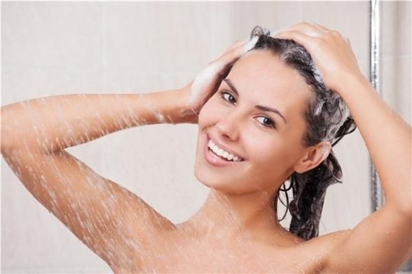 pre-poo-proteja-o-cabelo-e-acabe-com-ressecamento-dos-fios-e-pontas-shampoo