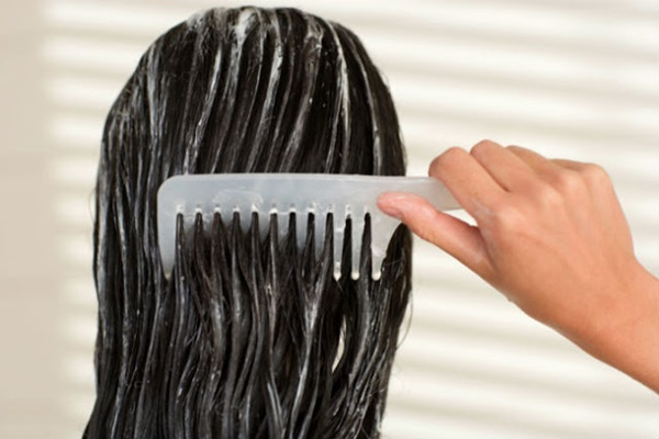 triconodose-nos-no-cabelo-porque-eles-surgem-causas-e-tratamentos-condicionador