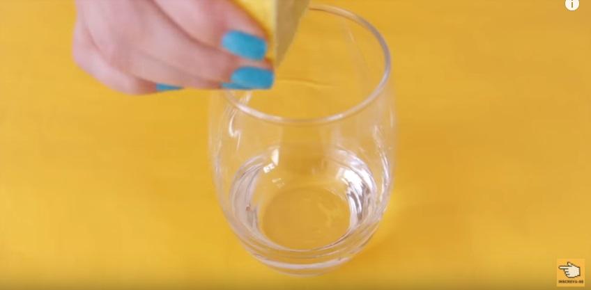 dez-maneiras-de-clarear-os-dentes-em-casa-naturalmente-em-dois-minutos-gargarejo-limao-mistura-caseira