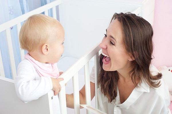 maneiras-simples-para-estimular-o-bebe-a-comecar-a-falar-alegria
