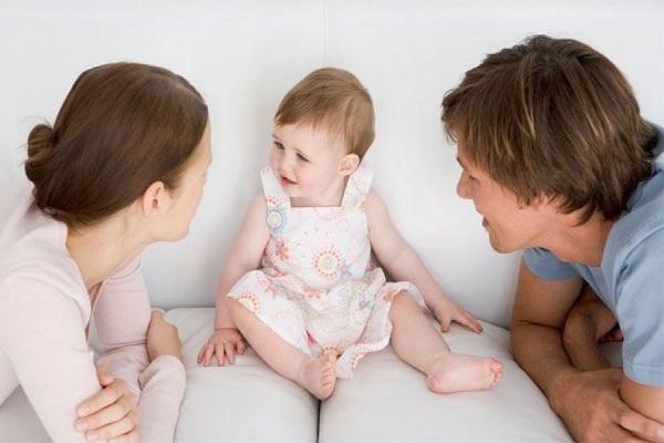 maneiras-simples-para-estimular-o-bebe-a-comecar-a-falar-conversas