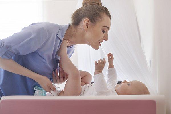 maneiras-simples-para-estimular-o-bebe-a-comecar-a-falar-fraldas